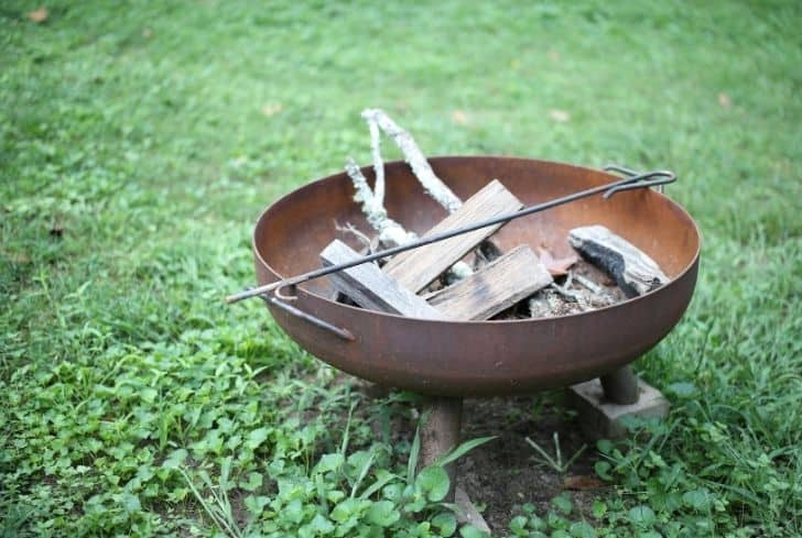 Can You Put A Fire Pit On Grass And Ways To Protect The Grass Yard Pit