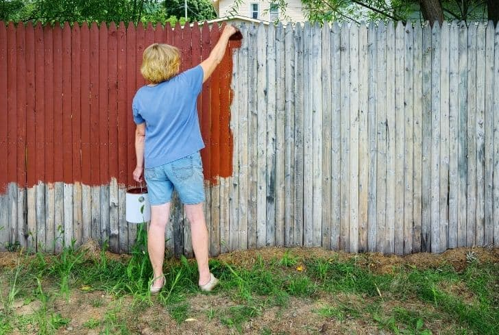 painting-brown-color-on-fence